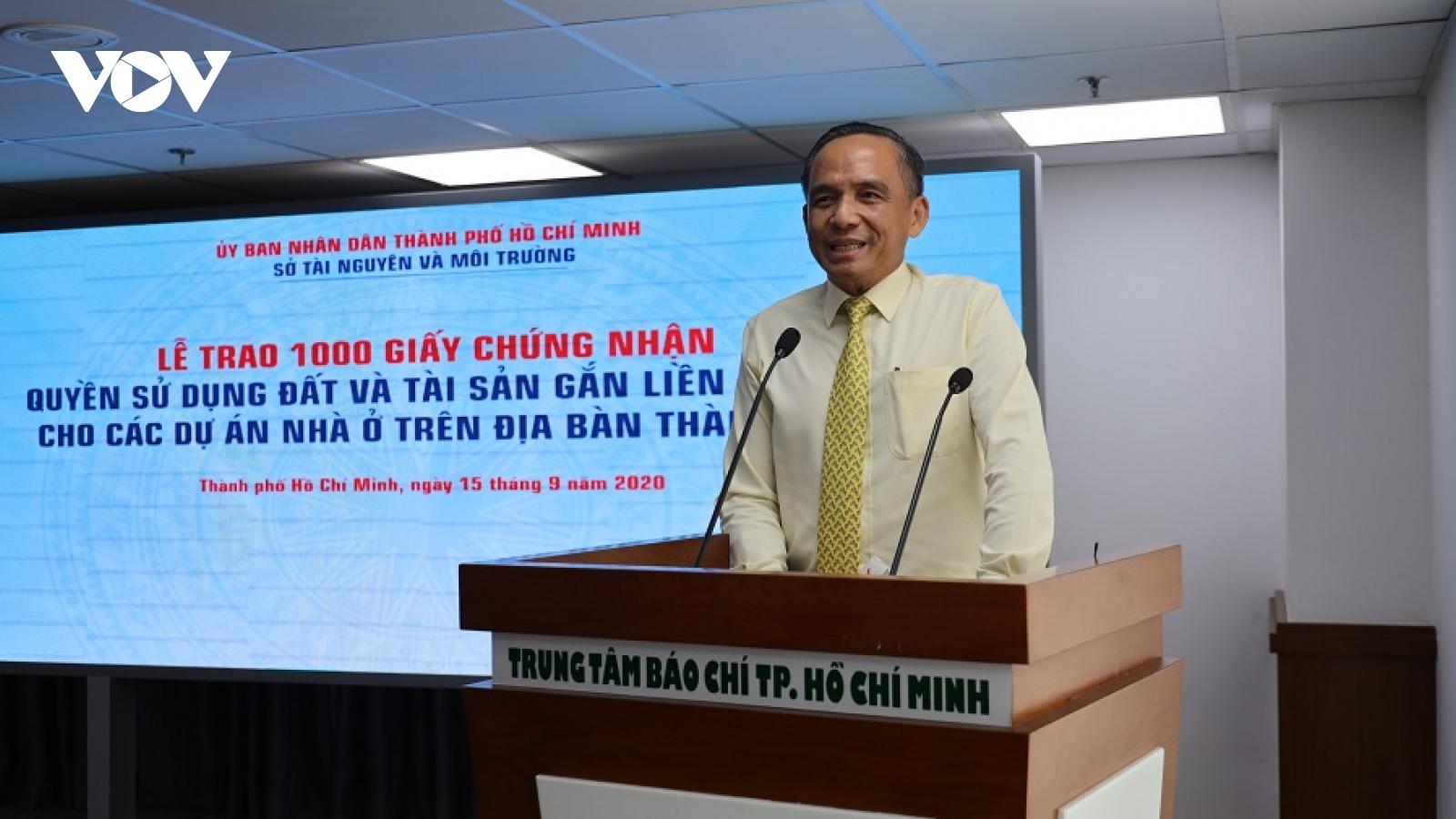 """Hiệp hội Bất động sản TPHCM: Lễ trao """"sổ hồng"""" tập thể không cần thiết, tốn kém"""