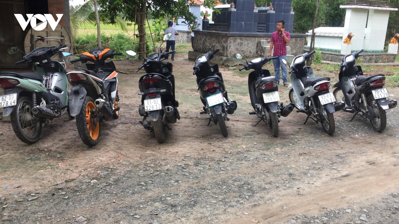 Pháthiện 7 mô tô nghi trộm cắp tại khu vực nhà hoang gần biên giới Campuchia