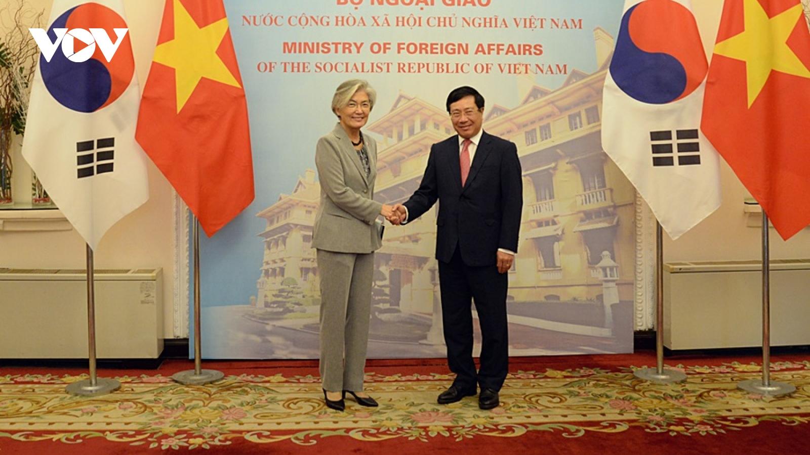 Phó Thủ tướng-Bộ trưởng Ngoại giao Việt Nam hội đàm với Ngoại trưởng Hàn Quốc
