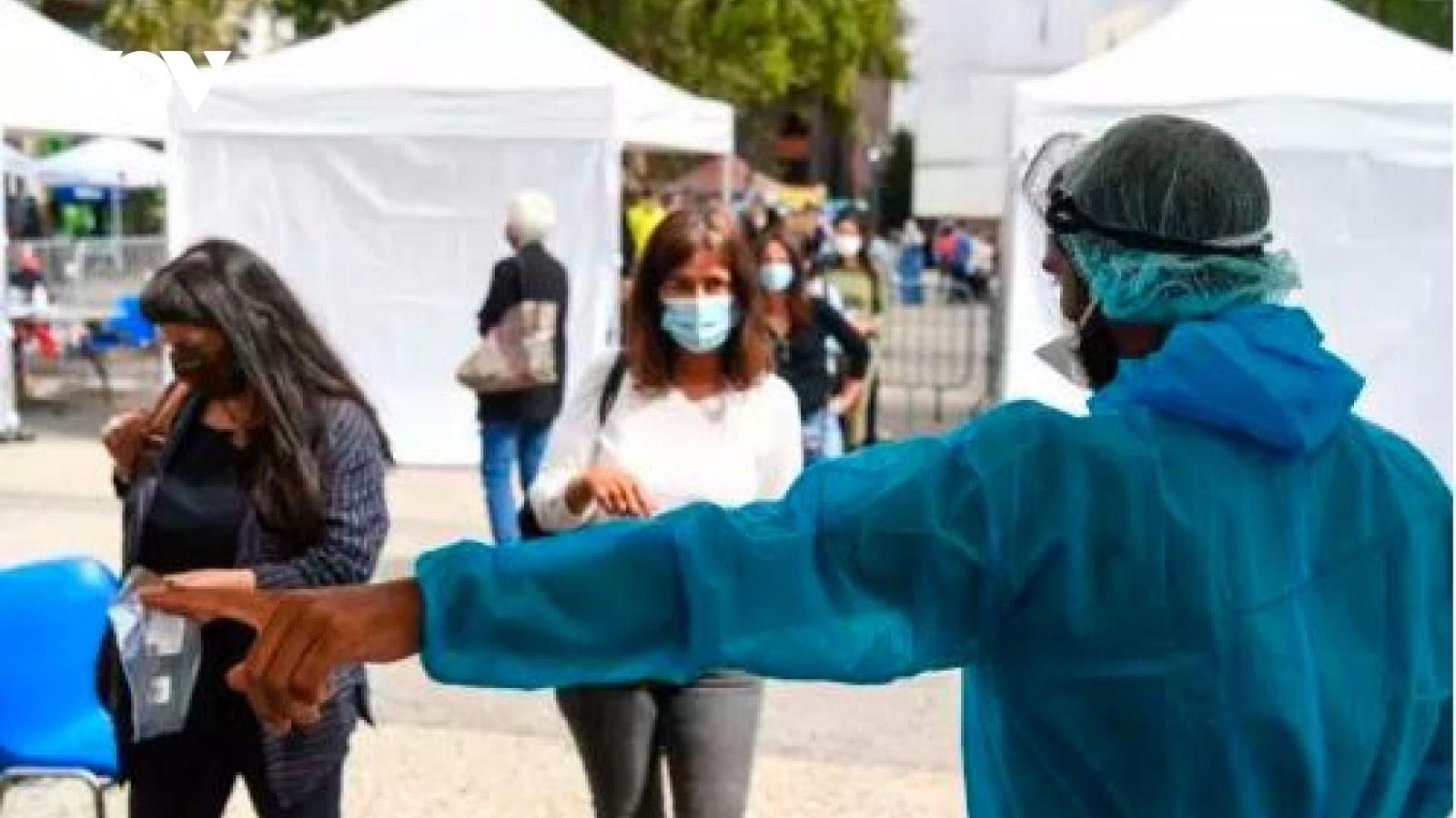 Pháp thêm gần 10.000 ca nhiễm SARS-CoV-2 mới, nguy cơ tái phong tỏa một số địa phương