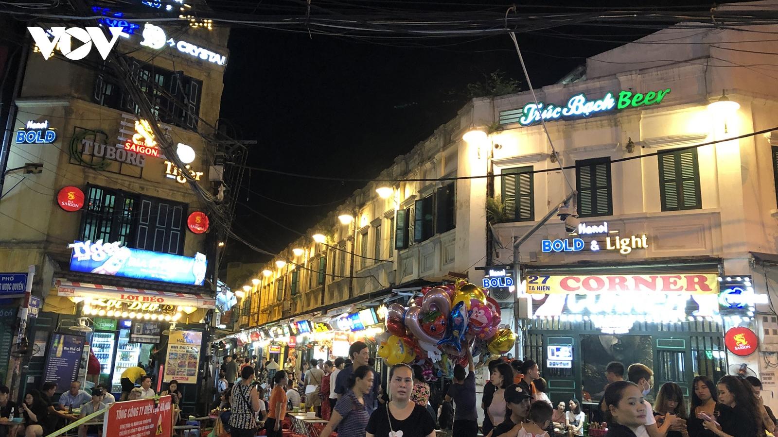 Quán bar, karaoke ở Hà Nội đìu hiu trong ngày đầu mở cửa lại sau dịch Covid-19