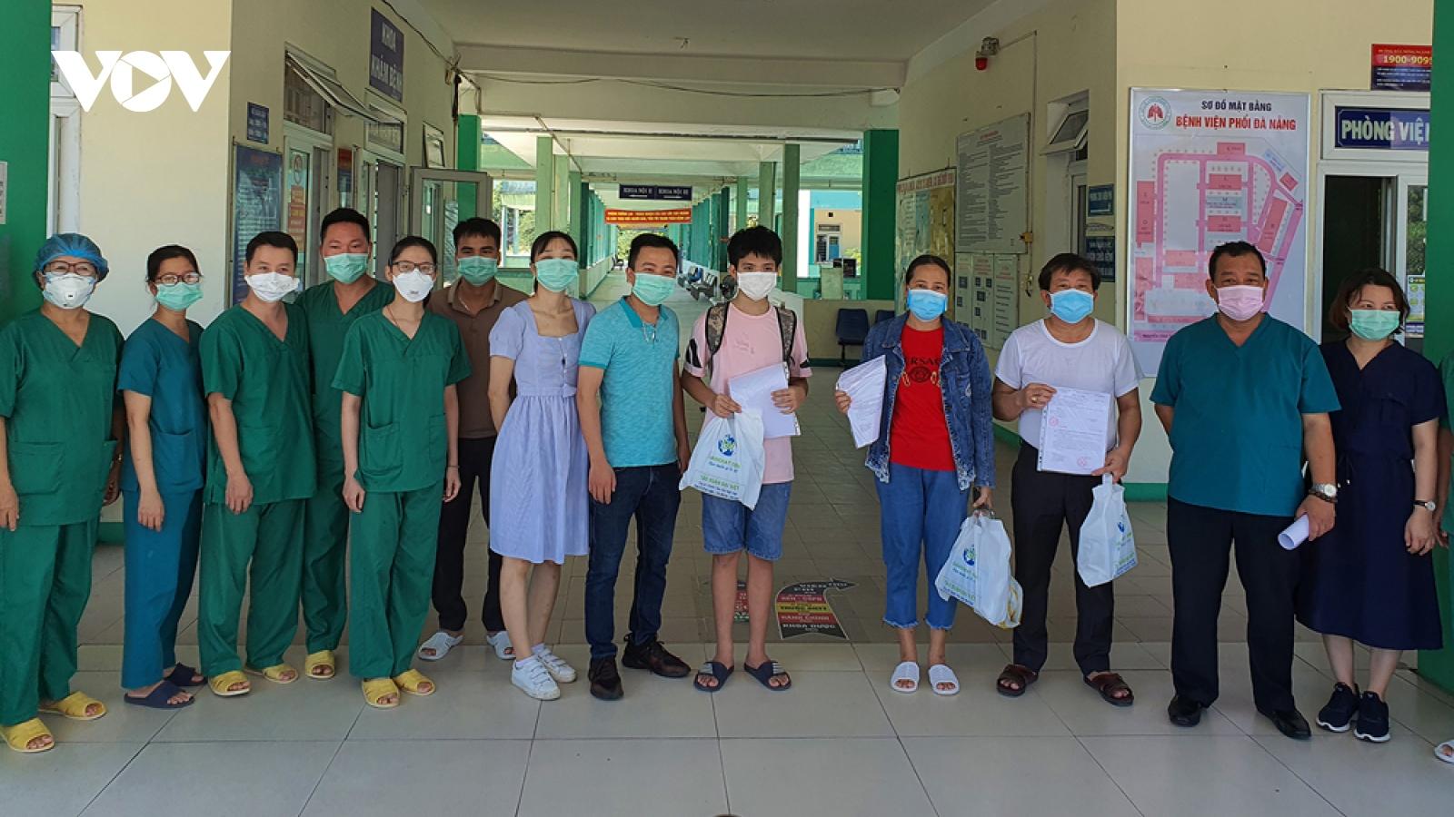 Thêm 3 bệnh nhân hết Covid-19 ở Bệnh viện Phổi Đà Nẵng xuất viện