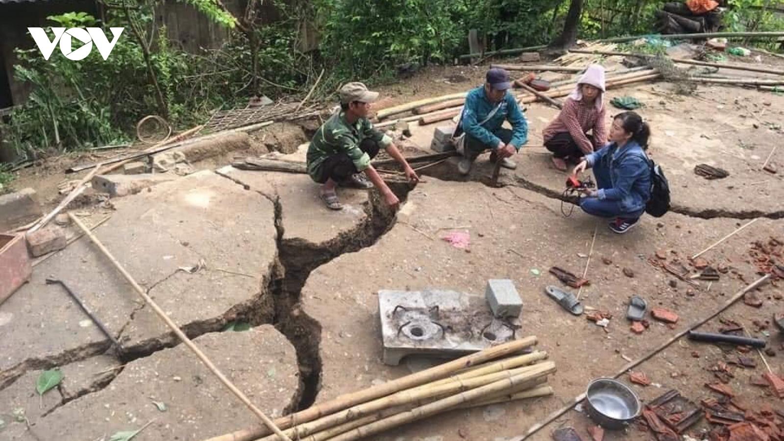Di dời 16 hộ dân ở Mường La (Sơn La) do mưa lũ gây sạt lở