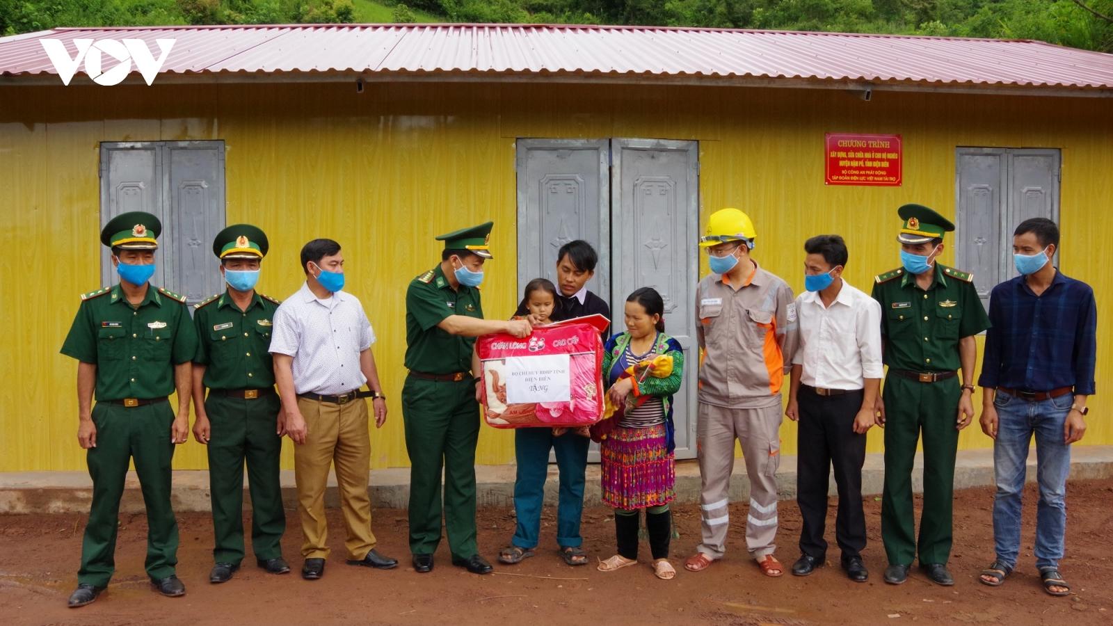 Gần 1.800 hộ nghèo vùng biên giới Điện Biên được hỗ trợ làm nhà ở