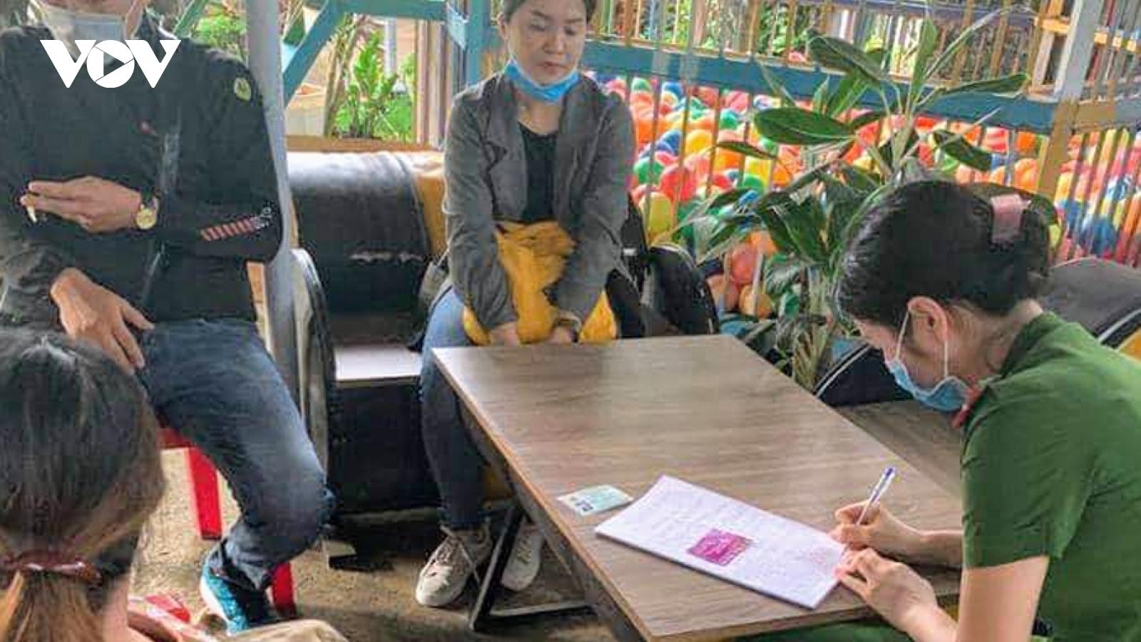 Đắk Lắk xử phạt hai vợ chồng tự ý tiêm vaccine bạch hầu thu tiền