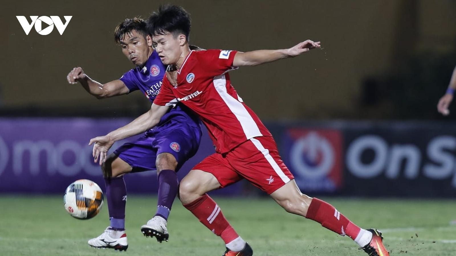 Đội dẫn đầu V-League 2020 vắng 3 trụ cột ở vòng cuối lượt đi