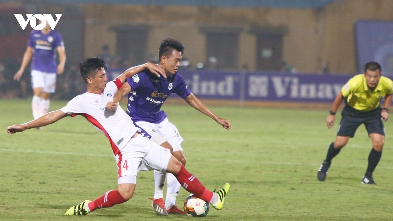 Khoảnh khắc BHL Hà Nội FC vỡ hòa cảm xúc khi đội nhà vô địch Cúp Quốc gia 2020