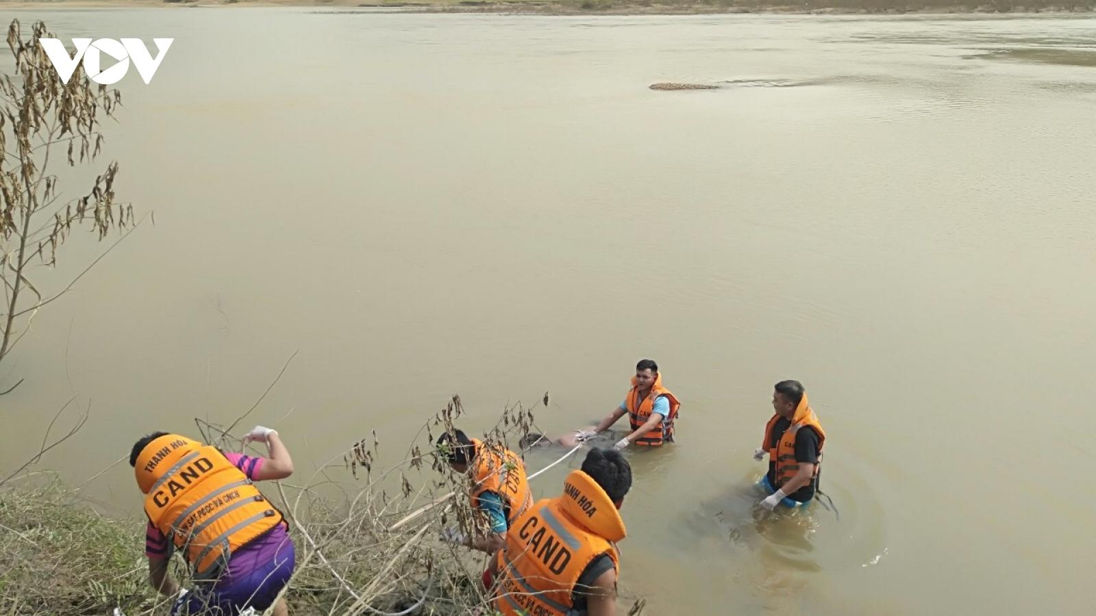 Tìm thấy thi thể nạn nhân đuối nước tại sông Mã