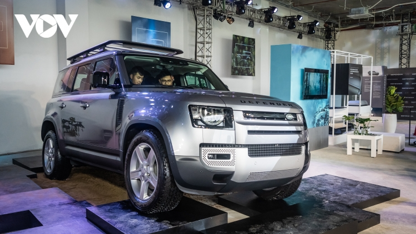 Cận cảnh xe địa hình Land Rover Defender thế hệ mới tại Việt Nam