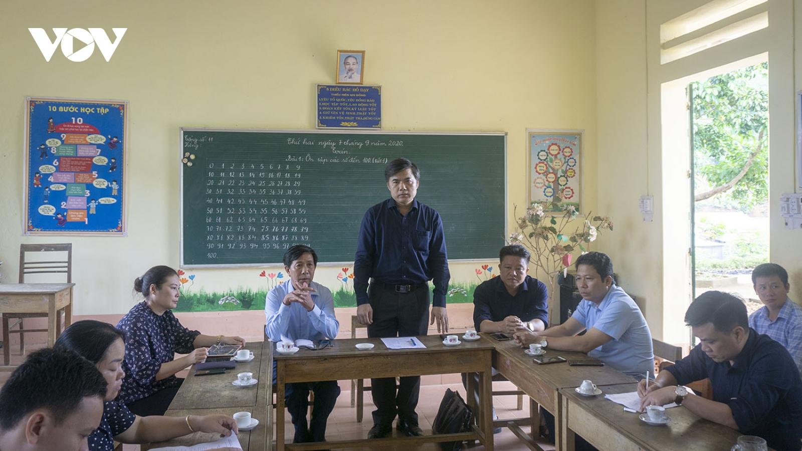 Đoàn công tác Bộ GD-ĐT kiểm tra hiện trường vụ sập cổng trường ở Lào Cai