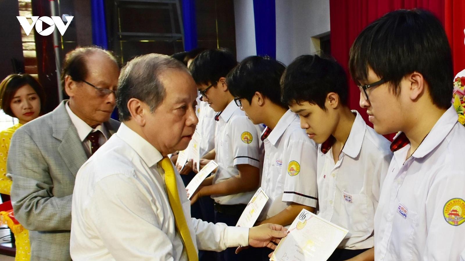 Hơn 200 học sinh, sinh viên xuất sắc nhận học bổng Vallet tại Thừa Thiên Huế