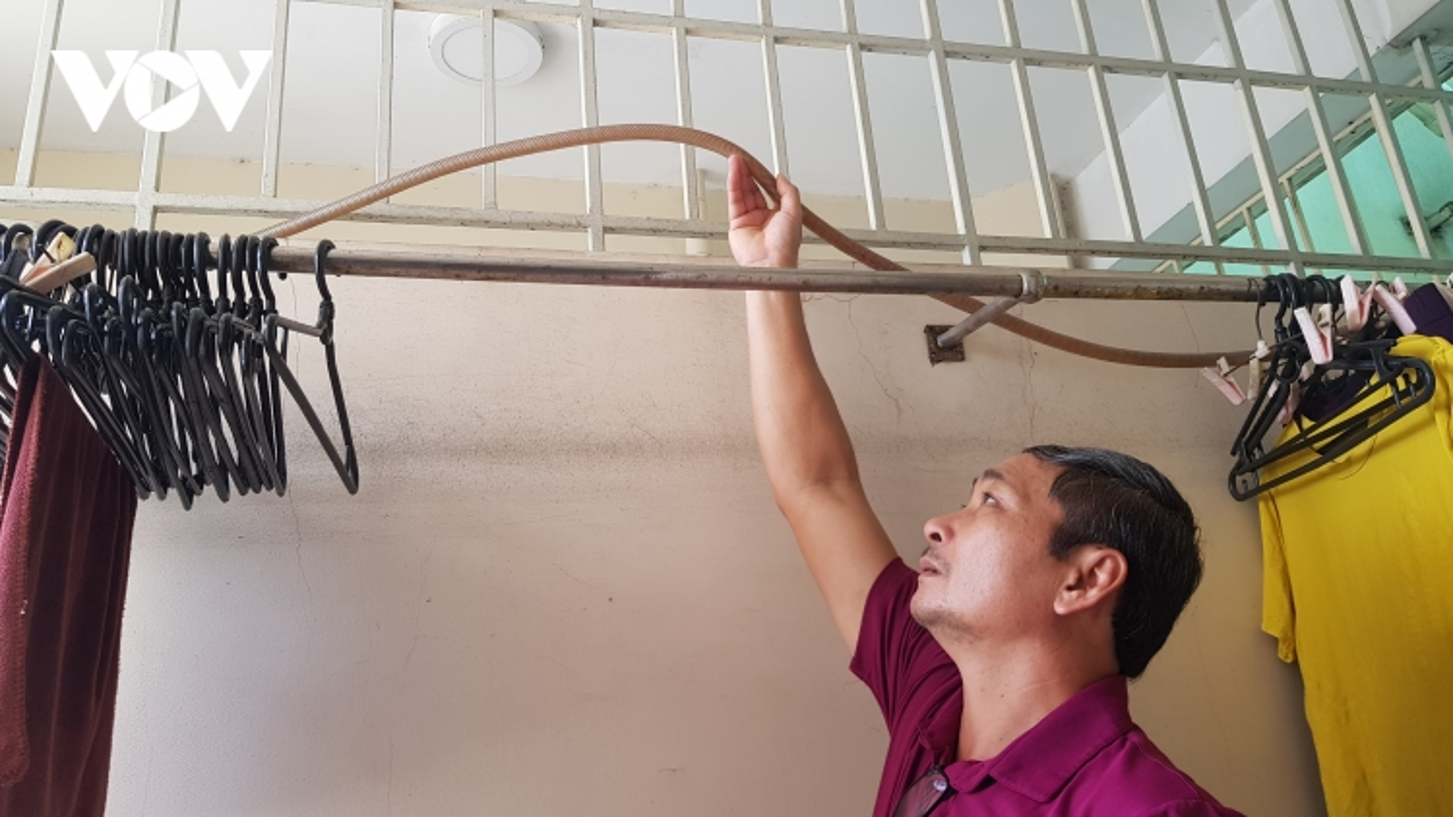 Chính quyền phường ở TP HCM bất lực nhìn dân đi xin nước sinh hoạt mỗi ngày