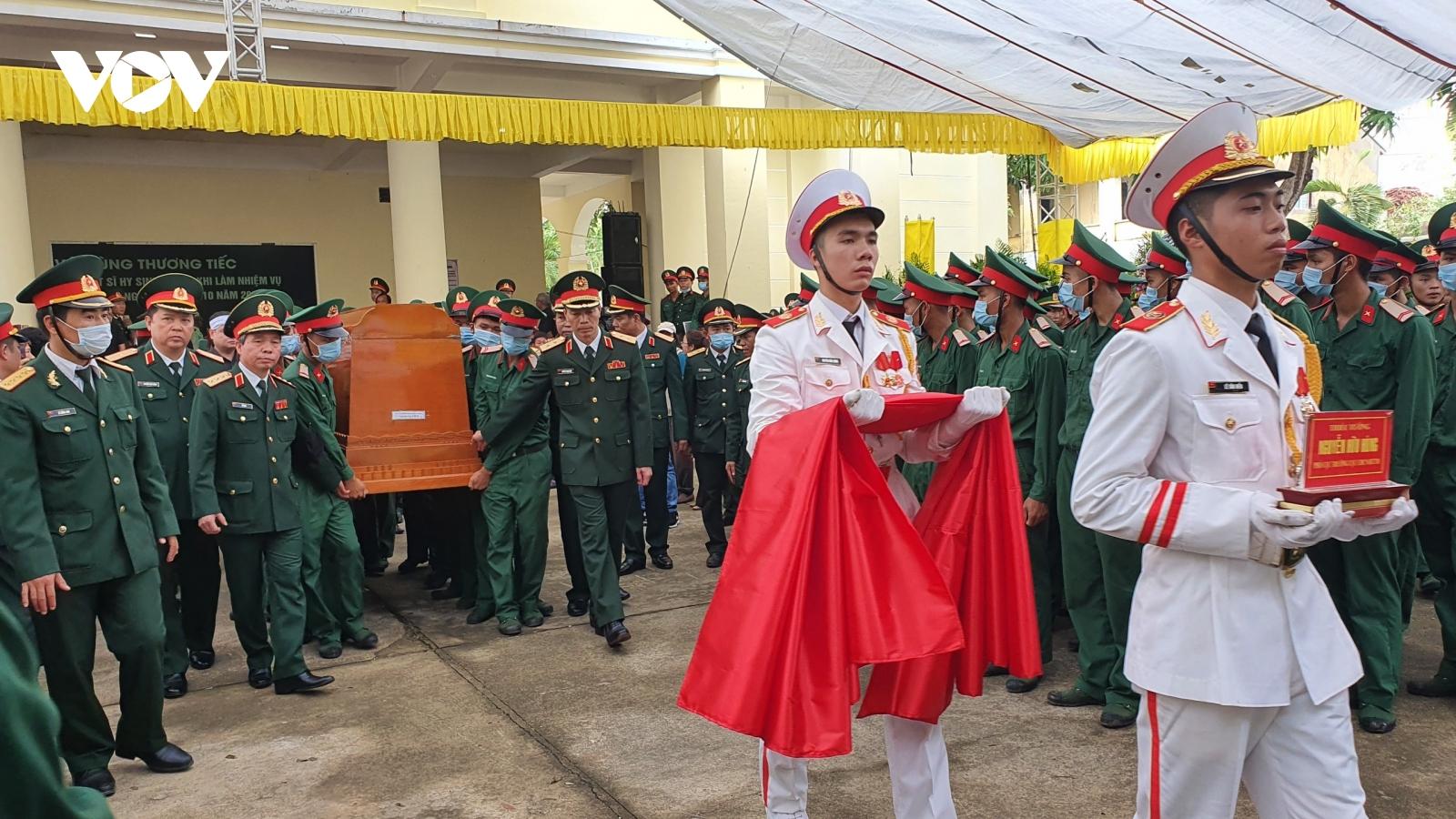 Nghẹn ngào tiễn biệt 13 liệt sỹ hy sinh khi làm nhiệm vụ cứu nạn ở Rào Trăng 3