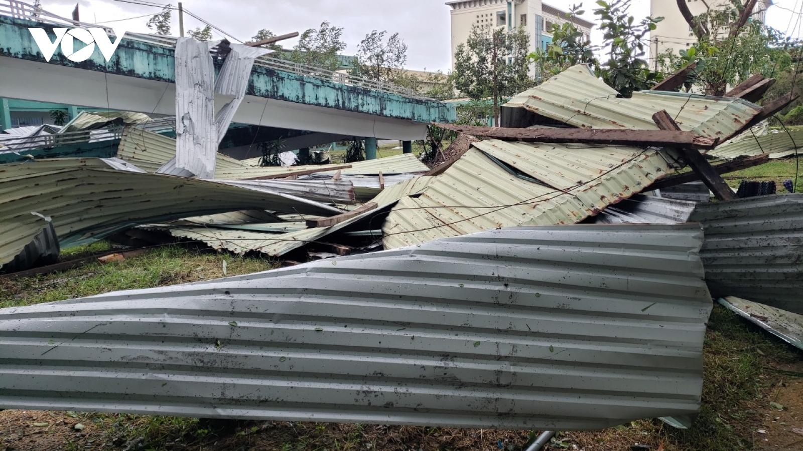 Bão số 9 gây thiệt hại nặng nề về tài sản, các tỉnh miền Trung khẩn trương khắc phục