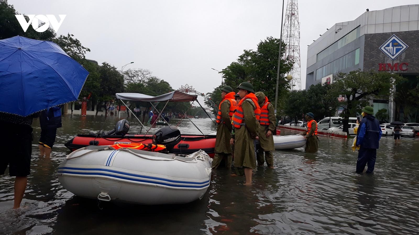 Khẩn trương cứu trợ người dân vùng lũ Hà Tĩnh