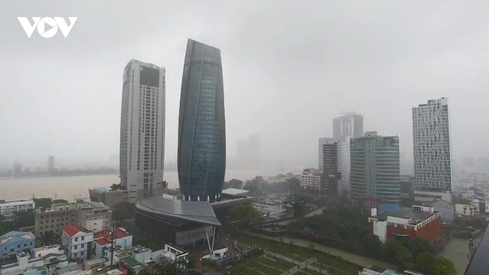 Những hình ảnh đầu tiên bão số 9 đổ bộ tại Đà Nẵng