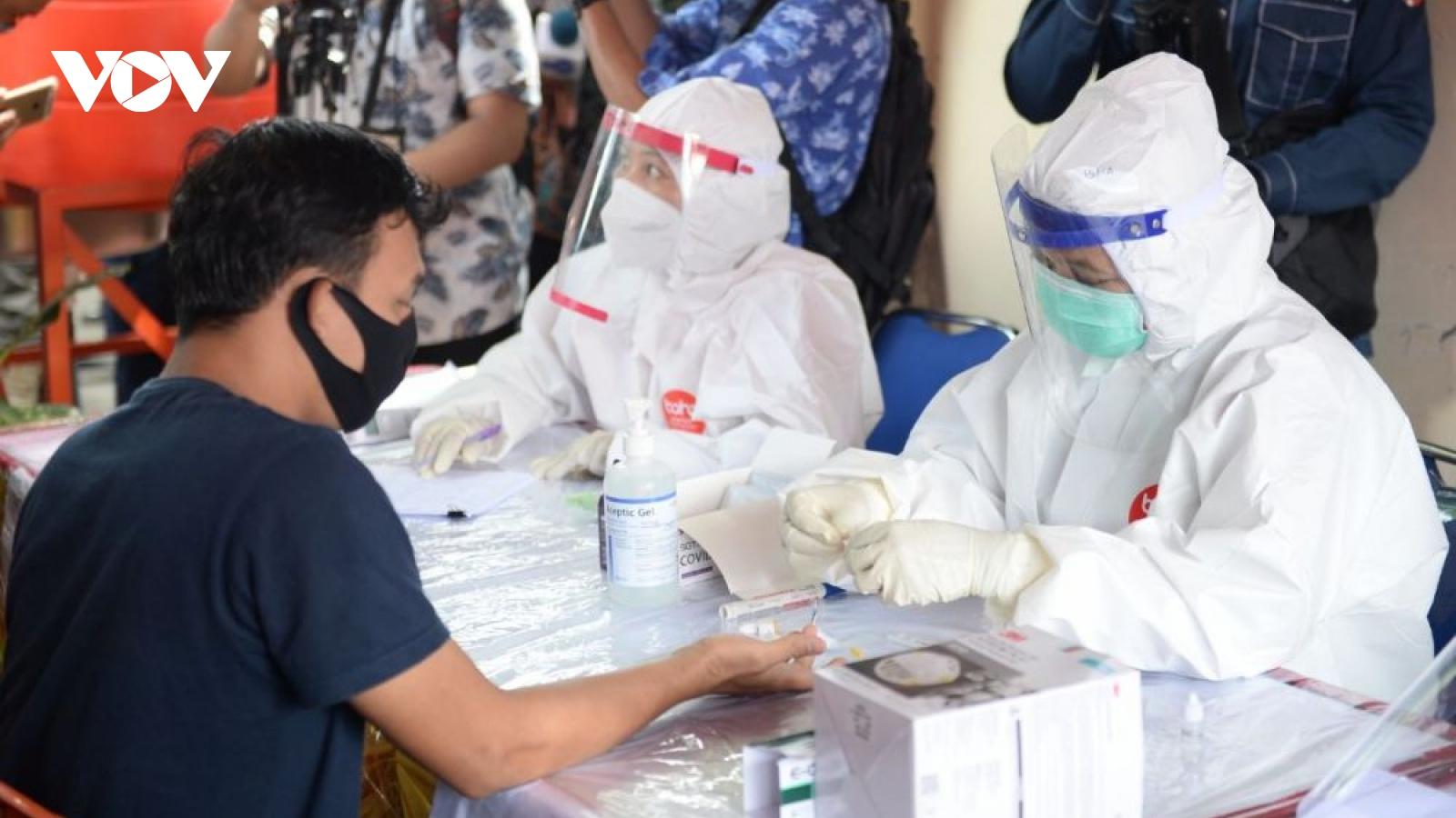 Hơn 400.000 ca Covid-19 - Indonesia chưa vượt qua làn sóng đầu tiên