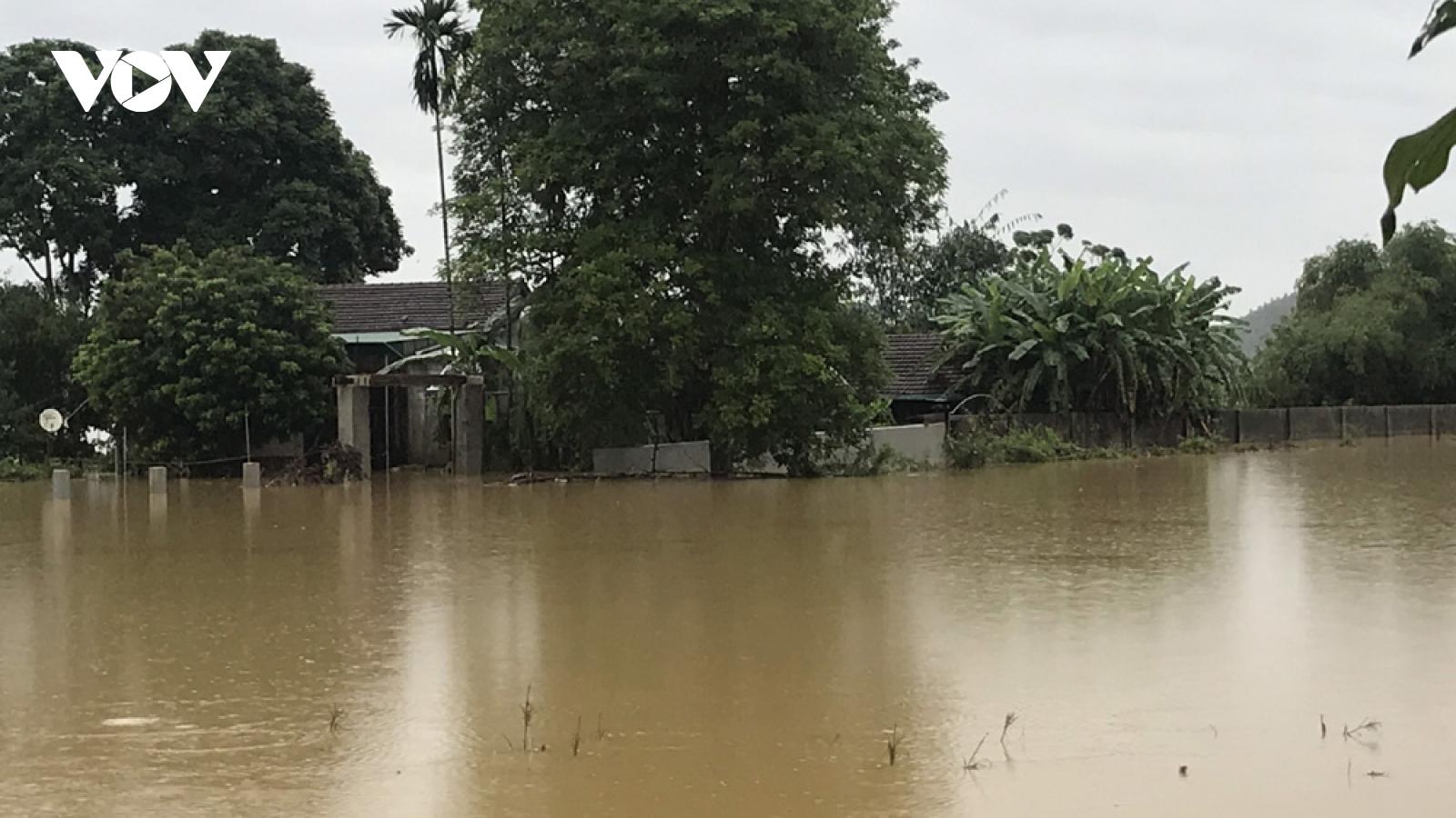 Nước lũ vẫn đang dâng cao ở Thanh Chương, Nghệ An