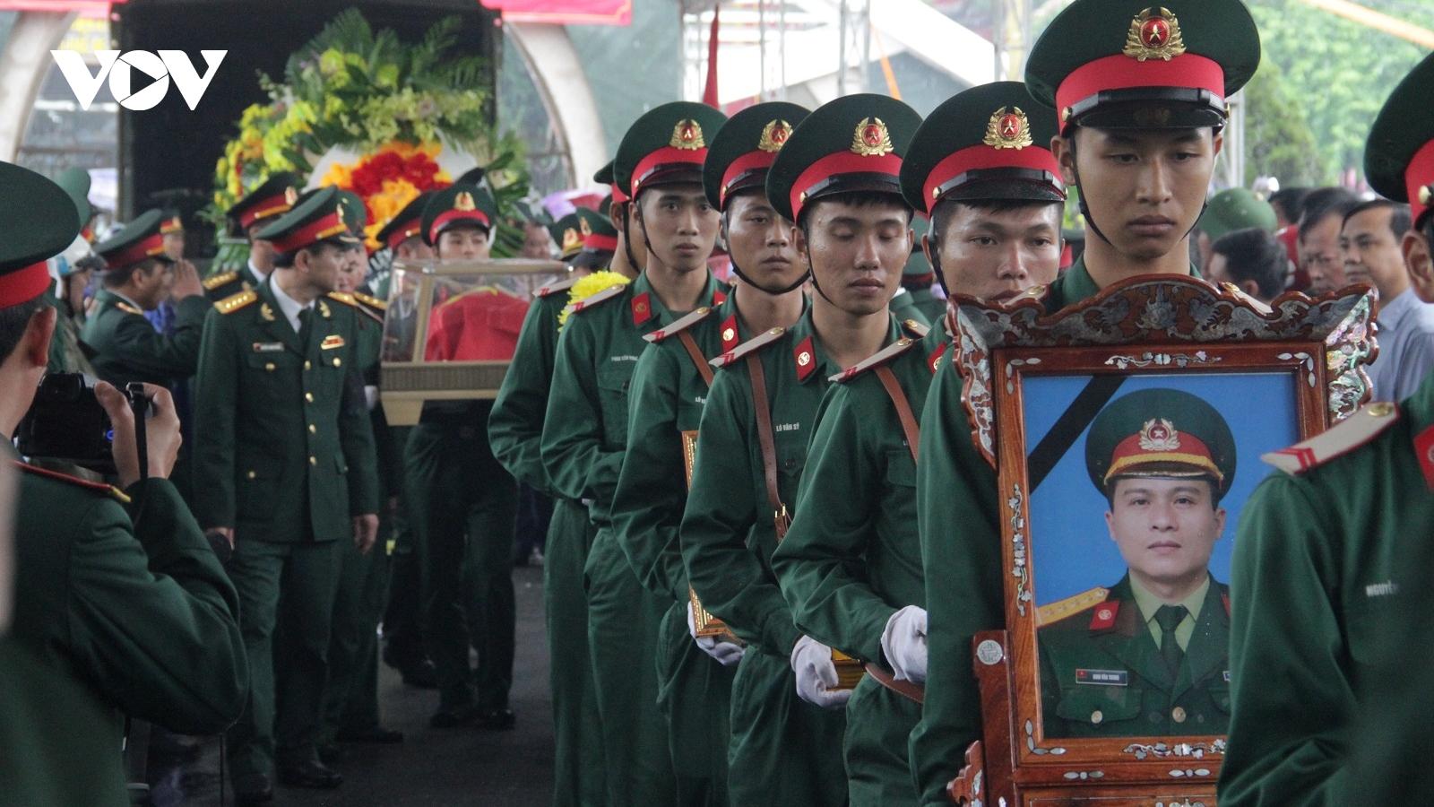 Người dân Nghệ An đội mưa tiễn biệt 4 liệt sỹ quê hương hy sinh ở Rào Trăng 3