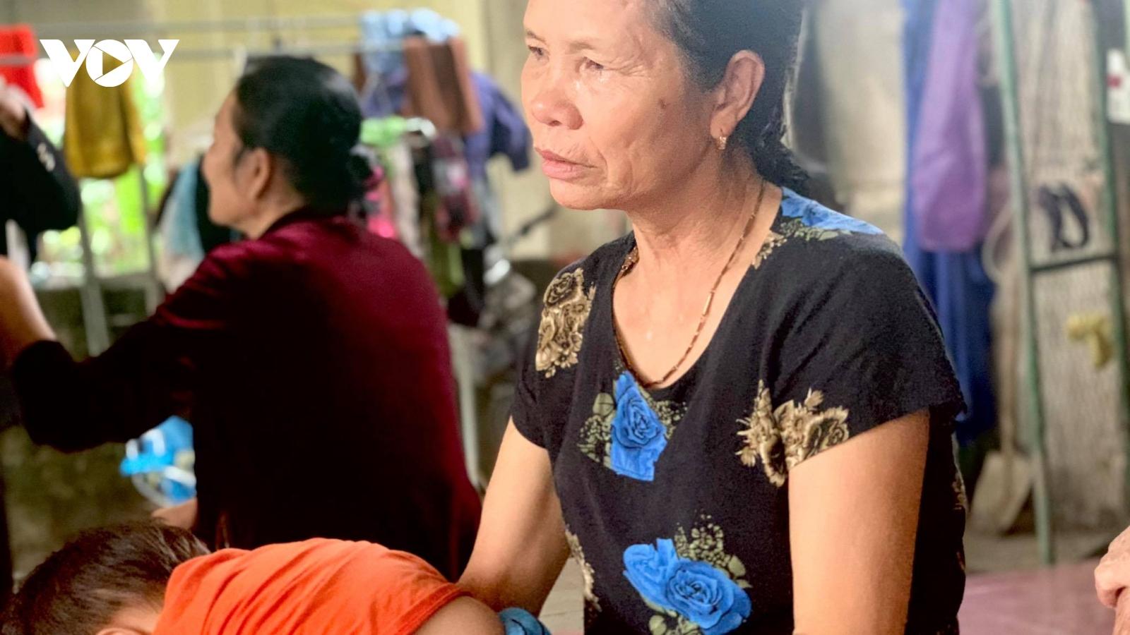 Thai phụ ngất lịm, người thân bàng hoàng khi nhận hung tin từ thủy điện Rào Trăng 3