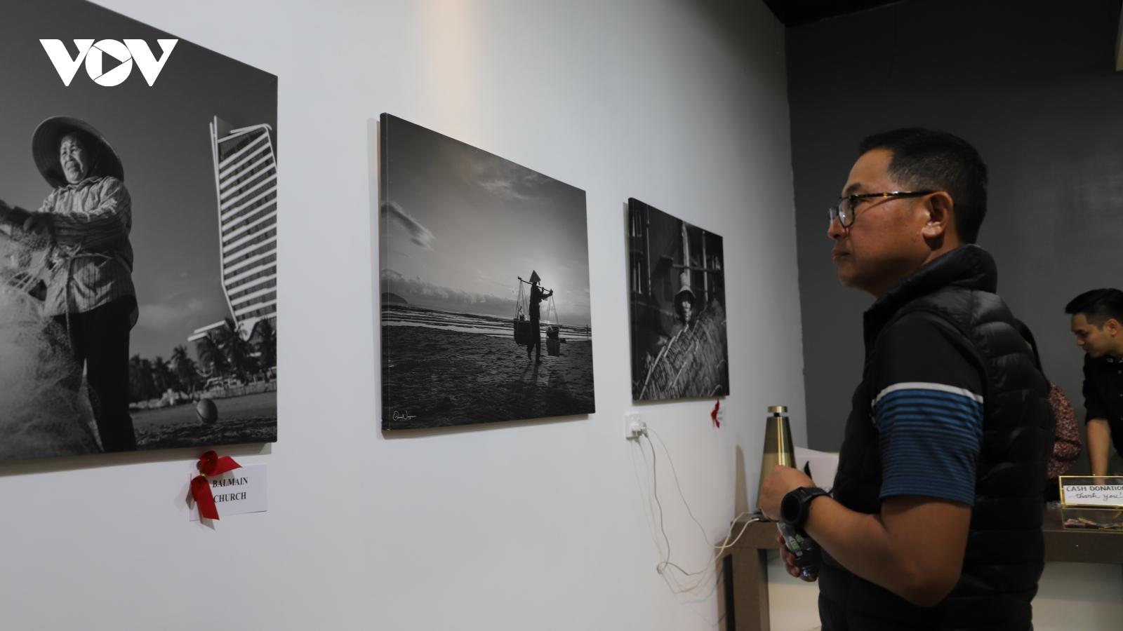 Việt kiều Australia triển lãm ảnh quyên góp tiền ủng hộ đồng bào miền Trung