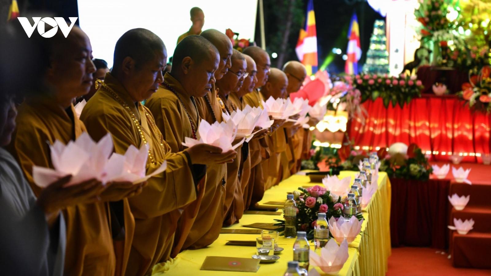 Tran Quoc pagoda hosts lantern festival to celebrate 66th Hanoi Liberation Day