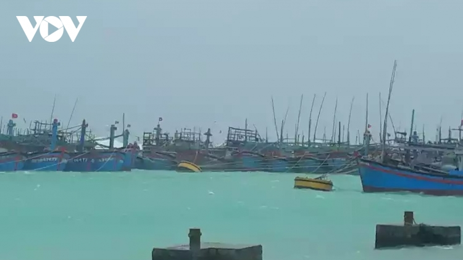 Hơn 1.000 ngư dân vào tránh bão số 9 tại quần đảo Trường Sa