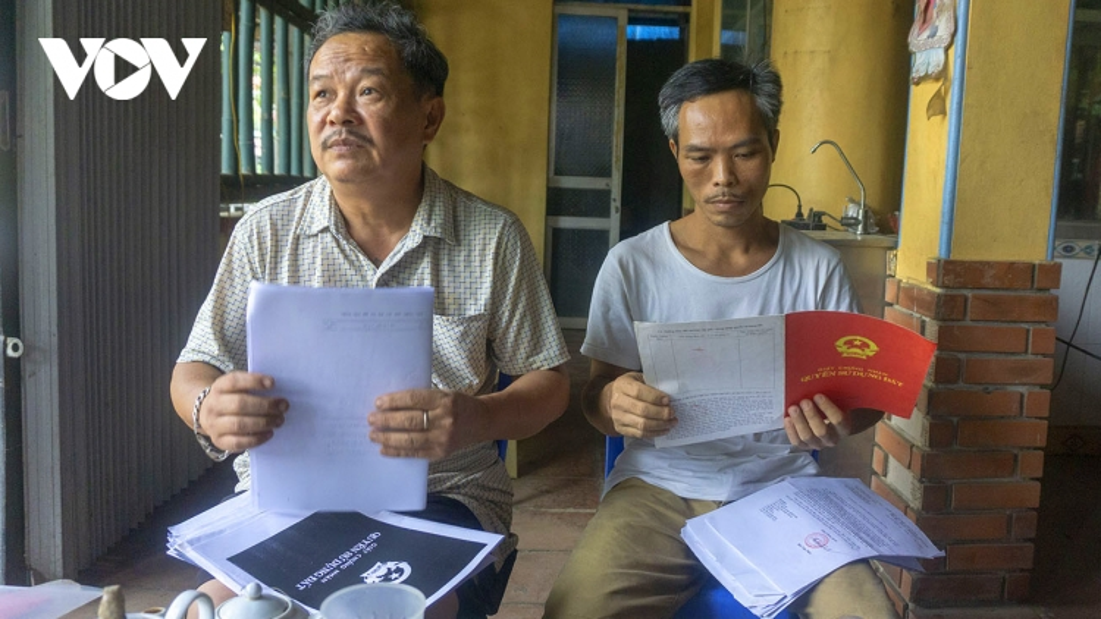 Chính quyền lên tiếng vụ hàng loạt bìa đỏ vô giá trị ở Bảo Yên