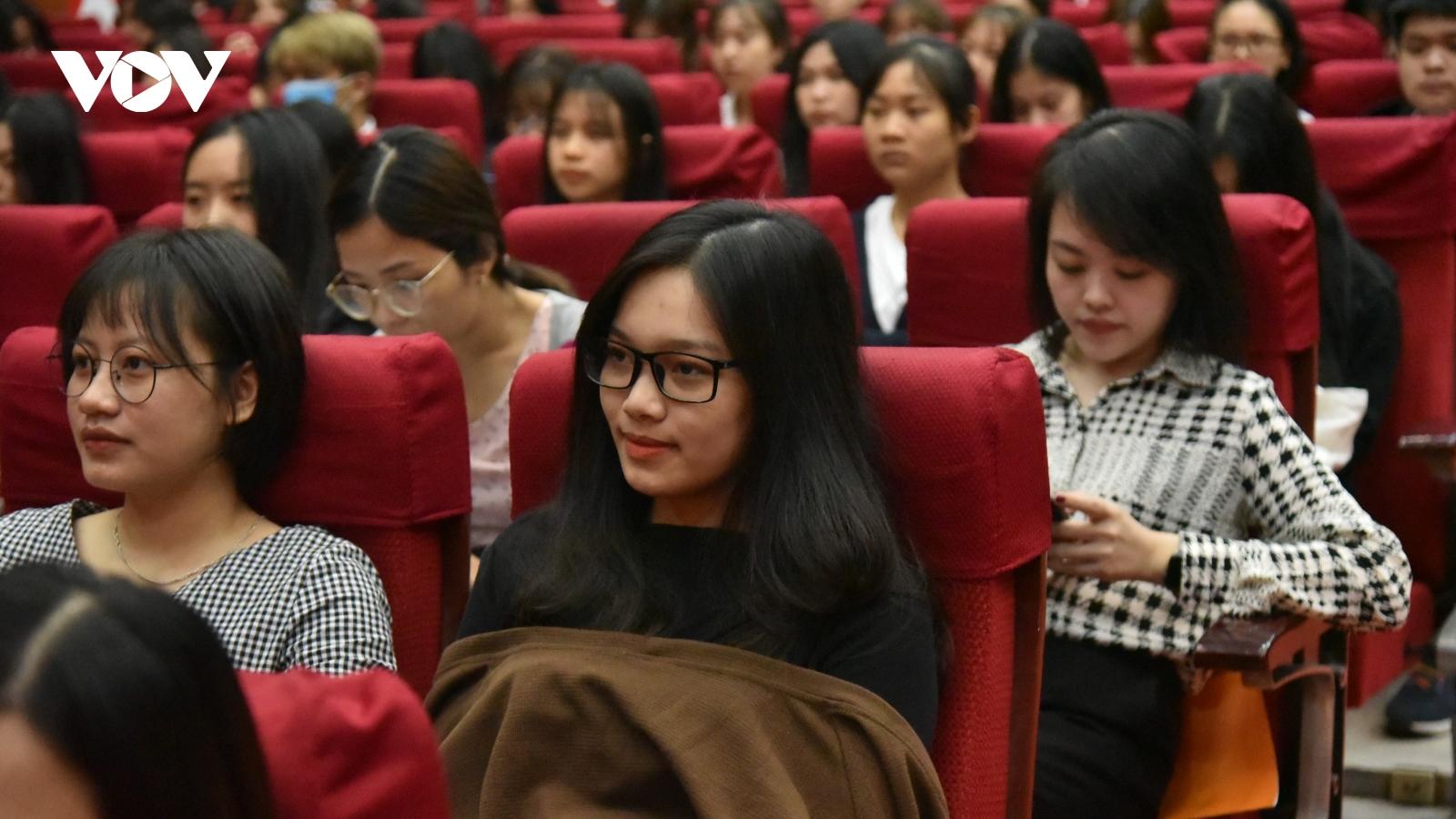 Hơn 7.000 sinh viên Học viện Báo chí và Tuyên truyền hân hoan khai giảng năm học mới