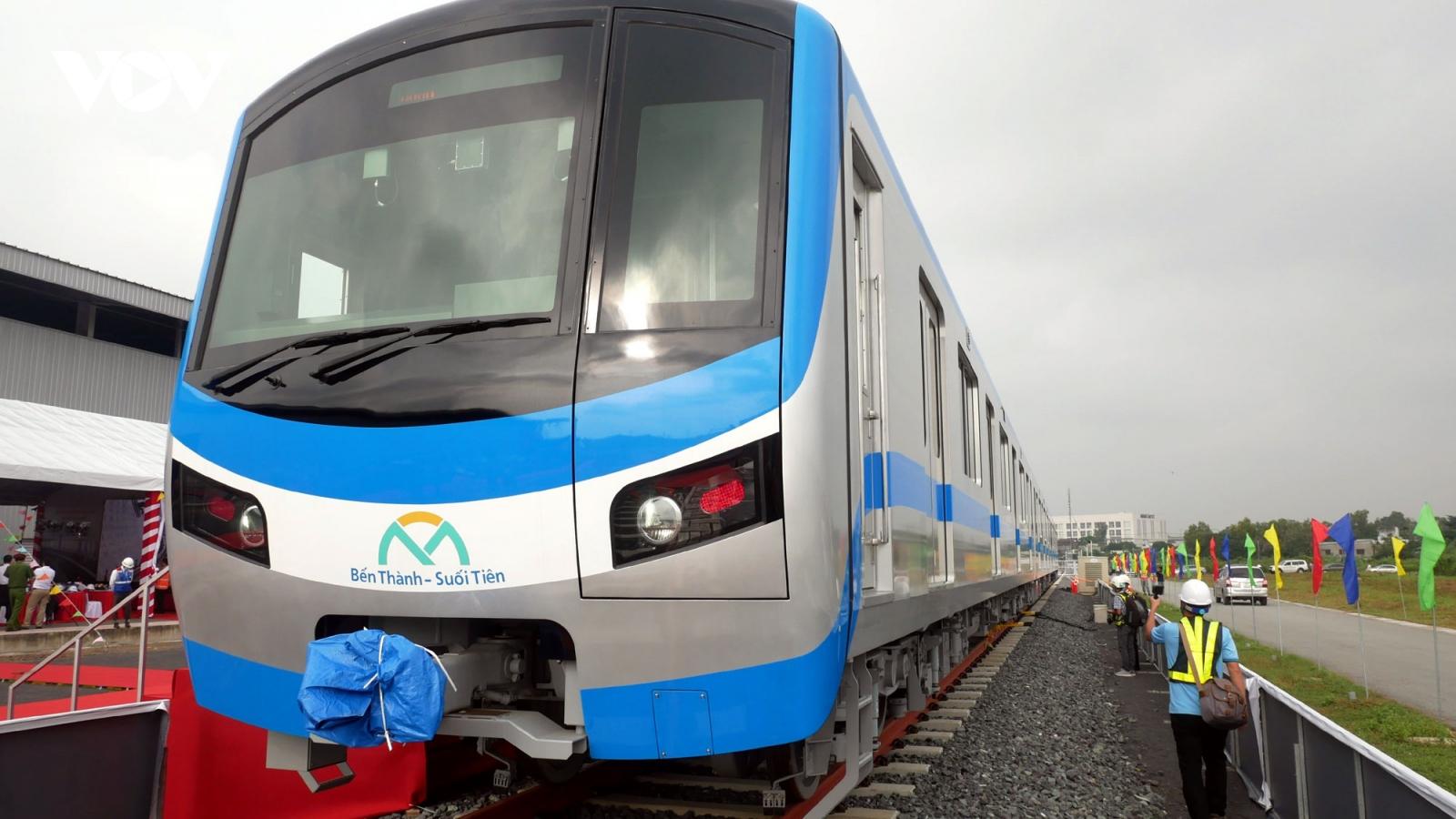Tuyến Metro số 1 Bến Thành - Suối Tiên đón đoàn tàu đầu tiên