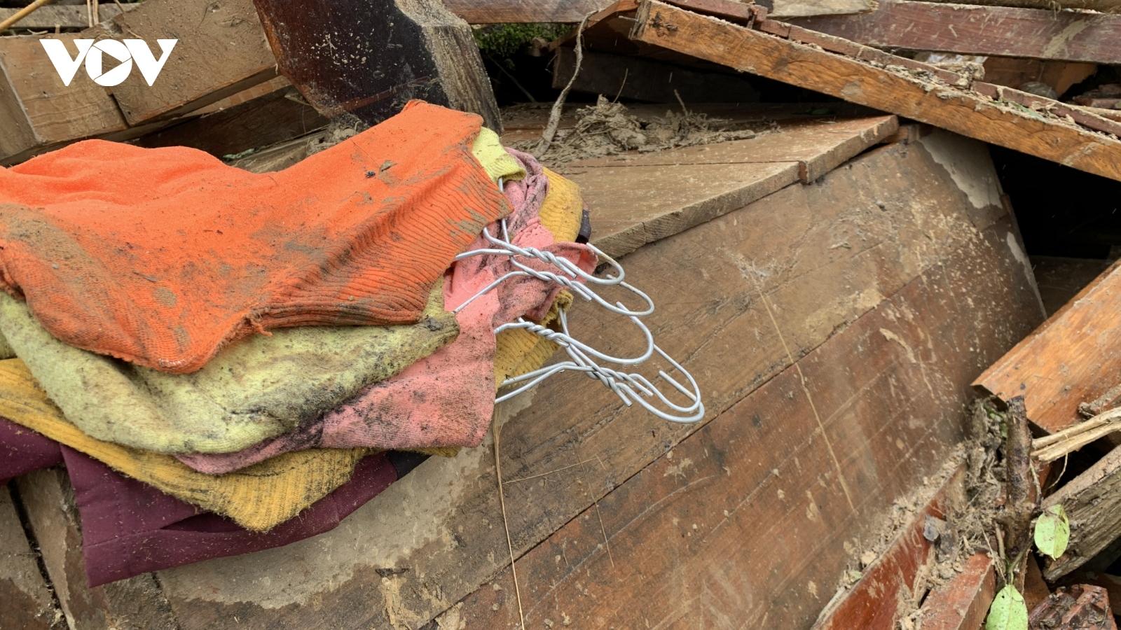 Những hình ảnh nhói lòng từ hiện trường sạt lở đất tại Trà Leng