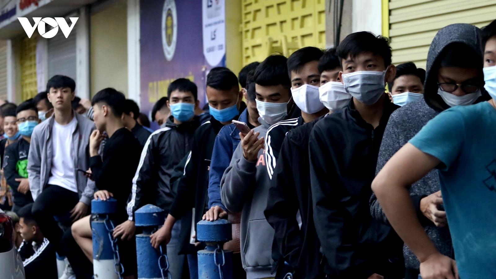 """Người hâm mộ """"khát"""" vé trận đại chiến giữa Viettel và Hà Nội FC"""
