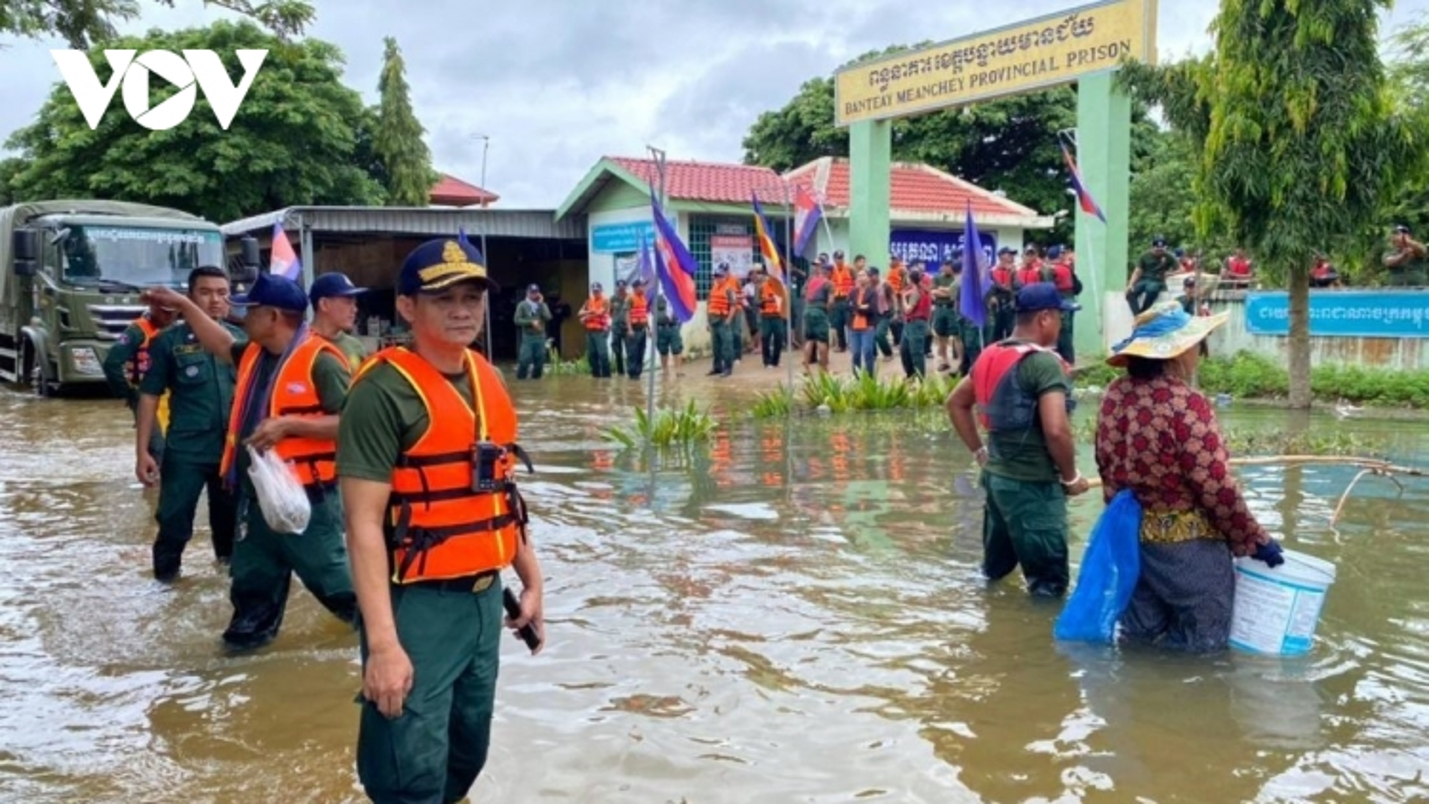 Nhà tù tỉnh Banteay Meanchey (Campuchia) phải sơ tán do nước lũ tấn công