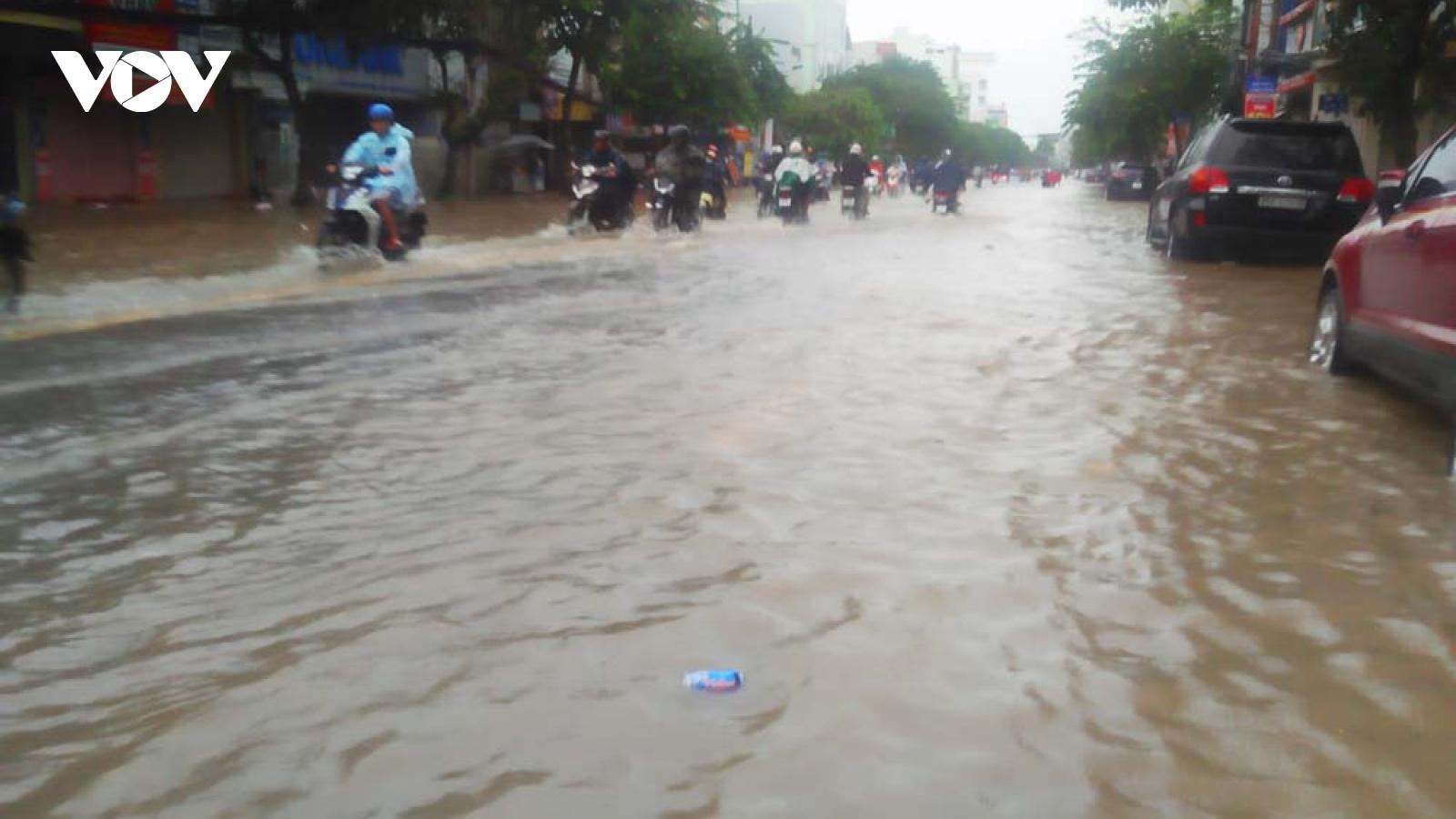 Nhiều tuyến đường ở Cần Thơ bị ngập sâu