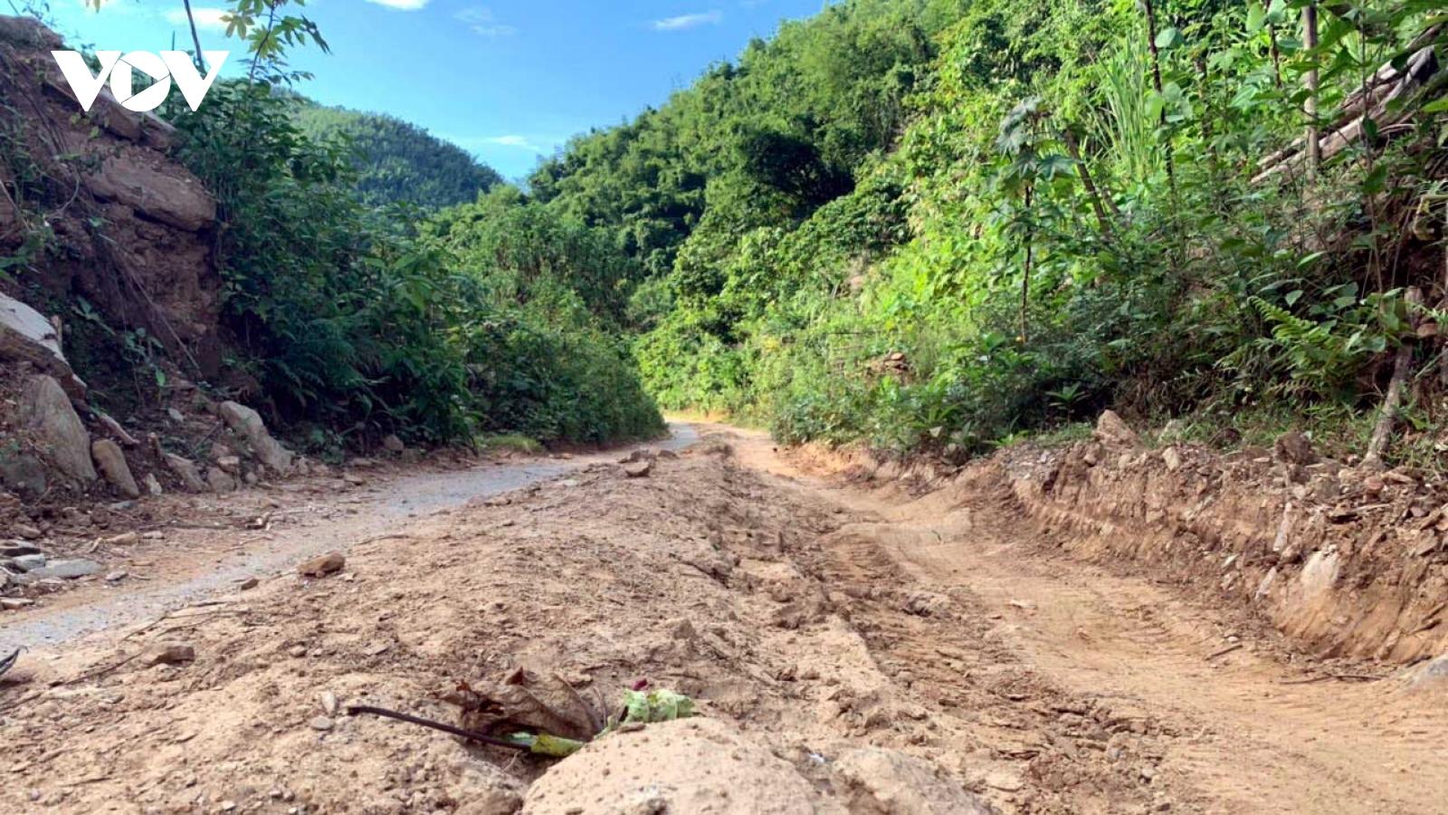 Hơn 10 km đường liên tỉnh hàng chục năm thi công dang dở, dân khổ sở?