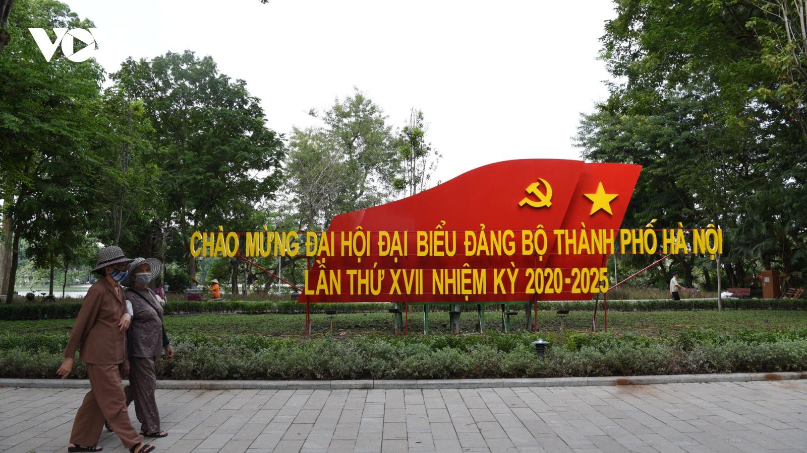 Đường phố Hà Nội rực rỡ cờ hoa trước thềm Đại hội Đảng bộ thành phố lần thứ XVII