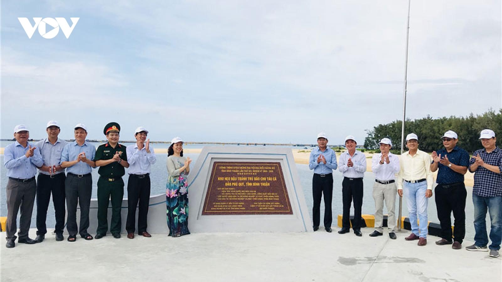 Gắn biển công trình chào mừng Đại hội Đảng bộ tỉnh Bình Thuận lần thứ XIV