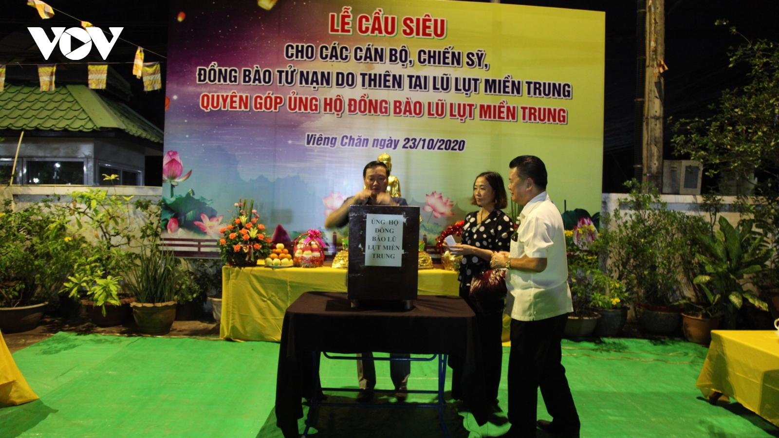 Người Việt ở Vientiane (Lào) cầu siêu, quyên góp giúp đỡ đồng bào vùng lũ miền Trung