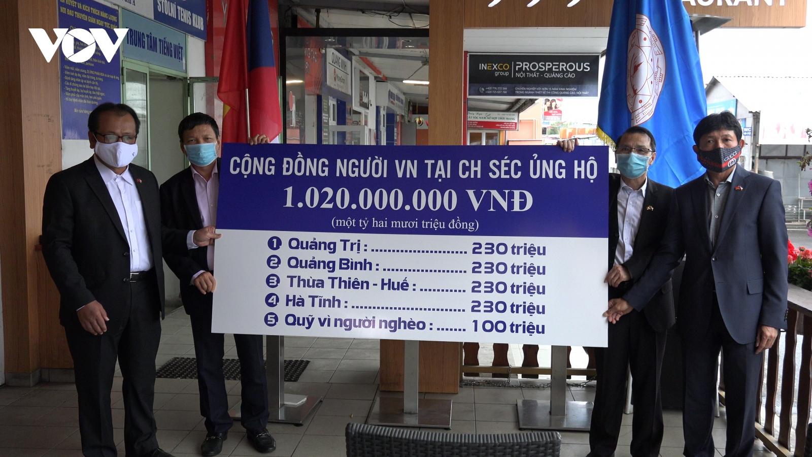 Cộng đồng người Việt tại Séc quyên góp hơn 1 tỷ đồng ủng hộ đồng bào miền Trung