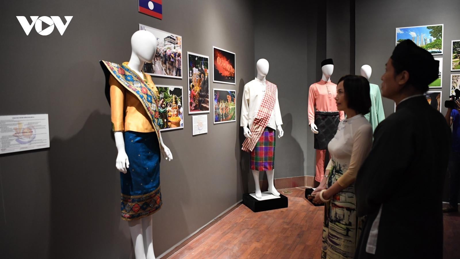 Chiêm ngưỡng vẻ đẹp trang phục truyền thống các nước ASEAN