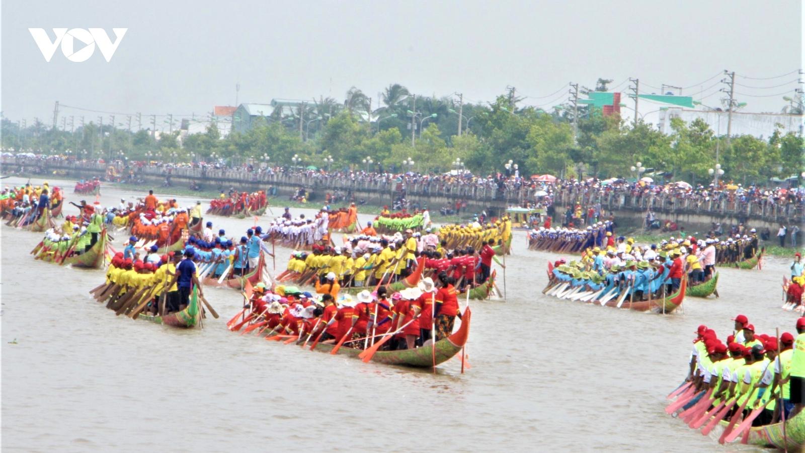 48 độitham gia lễ hội Đua ghe Ngo Sóc Trăng 2020