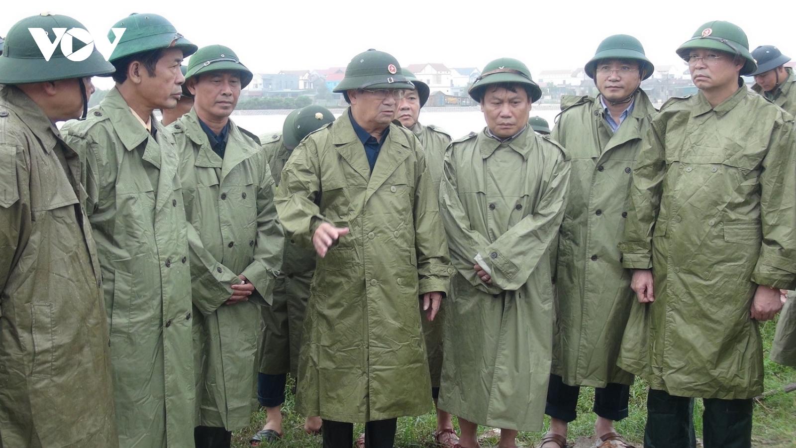 Phó Thủ tướng Trịnh Đình Dũng chỉ đạo công tác phòng chống lũ tại Quảng Bình