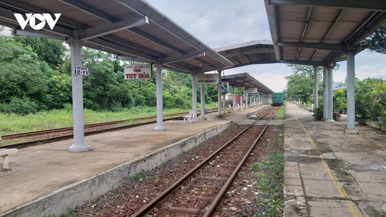 Đường sắt Bắc Nam đoạn qua các tỉnh Nam Trung bộ bị gián đoạn
