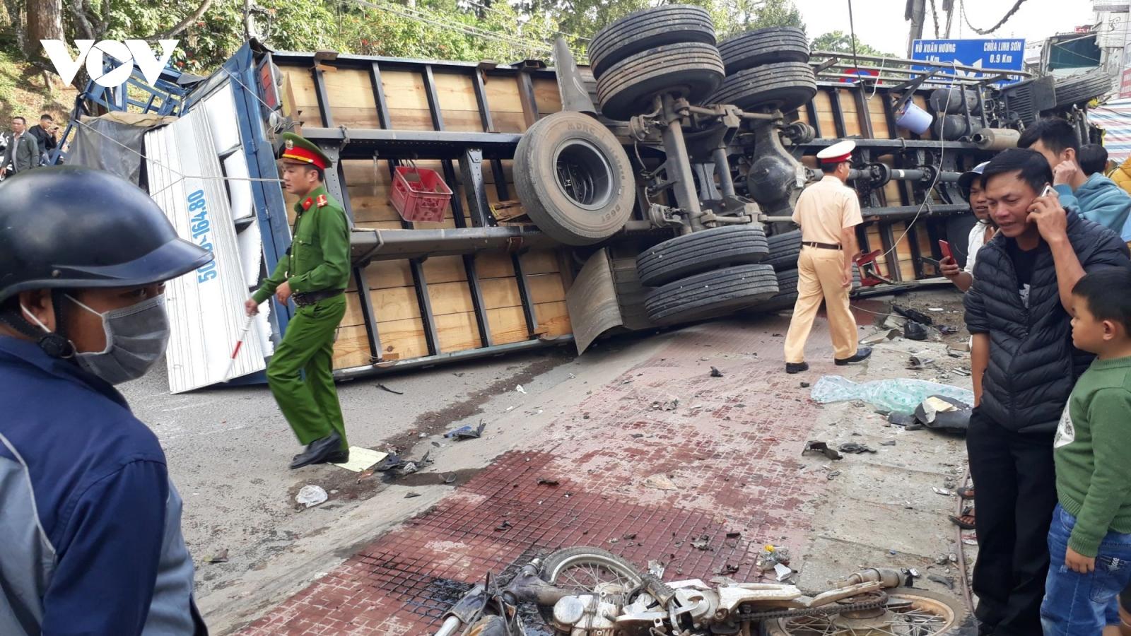 Xe tải không người lái trôi dốc gây tai nạn tại Đà Lạt