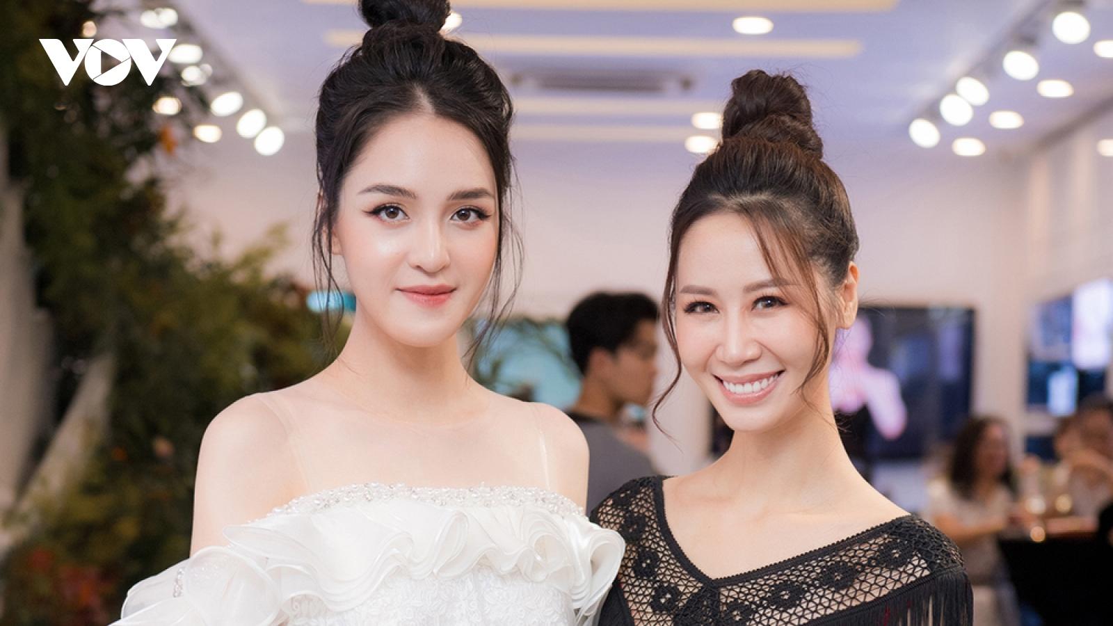 Á hậu Hoàng Anh diện váy cúp ngực gợi cảm, hội ngộ Hoa hậu Dương Thùy Linh