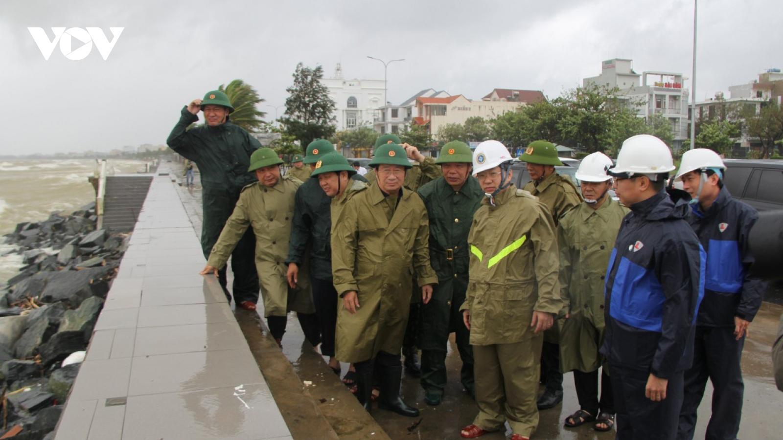 Phó Thủ tướng Trịnh Đình Dũng đề nghị tích cực tìm kiếm 26 thuyền viên mất tích
