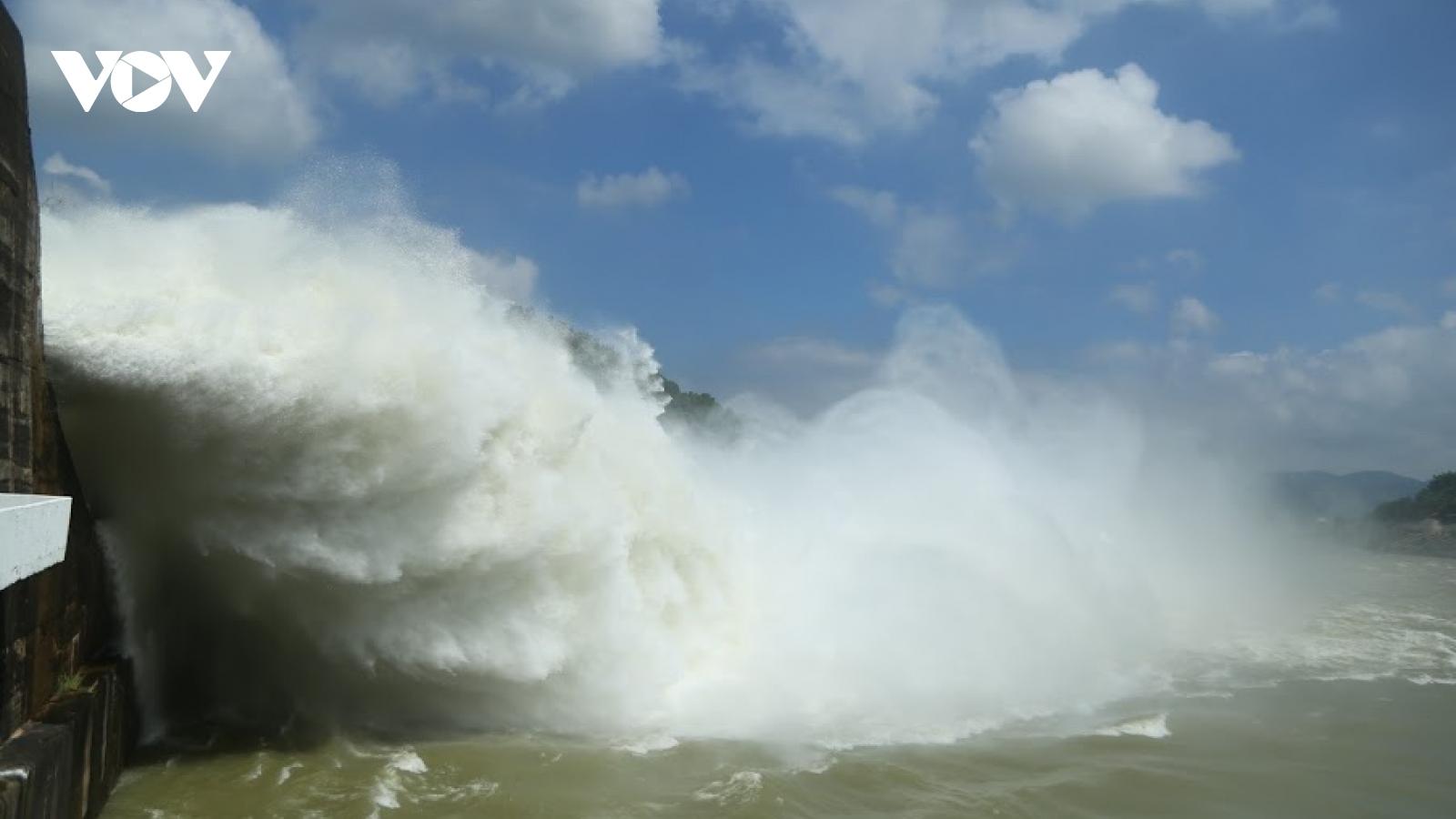 Cần theo dõi chặt việc xả lũ khẩn cấp ở hồ thủy điện Sơn La và Thác Bà