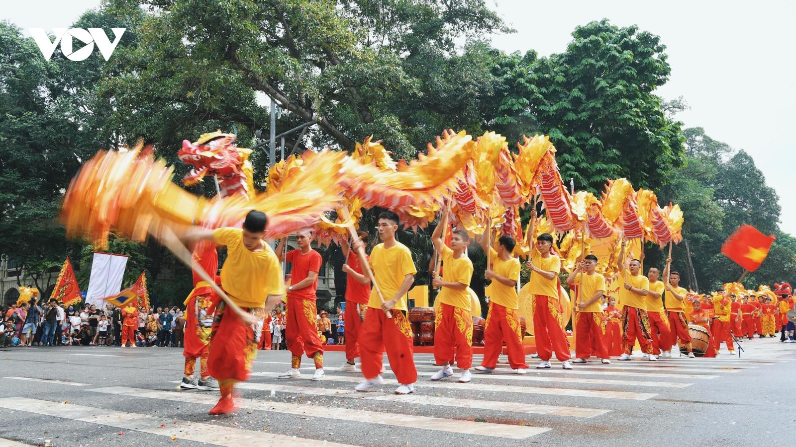 Tưng bừng Liên hoan nghệ thuật múa rồng Hà Nội 2020 trên phố đi bộ Hồ Gươm