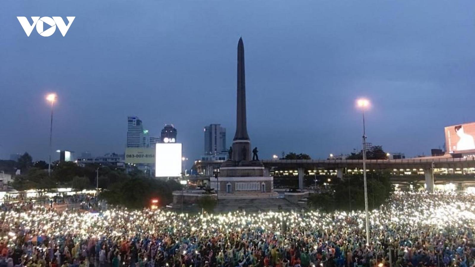 Biểu tình chống chính phủ lan ra nhiều nơi tại Thái Lan