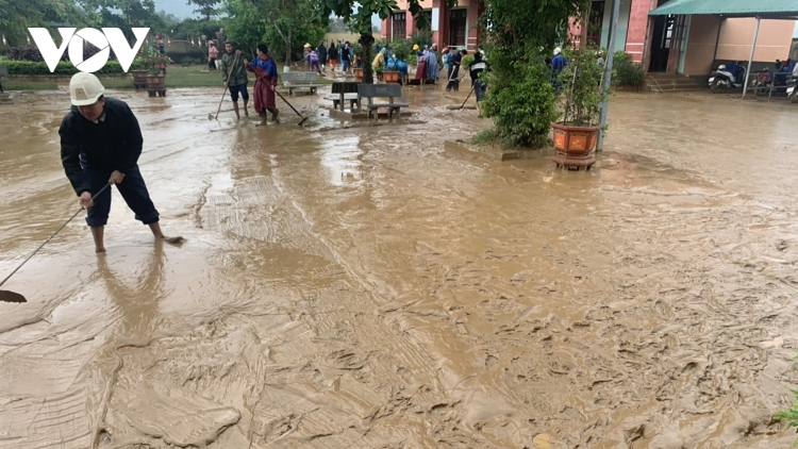 Tiếp cận được các vùng bị chia cắt do lũ ở Quảng Bình